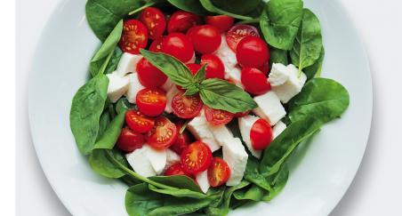 Salata mozzarella, koktel-rajčice i špinat - PROČITAJTE