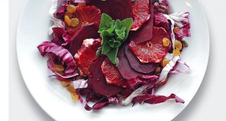 Salata - cikla, crvena naranča, grožđice i radič - PROČITAJTE