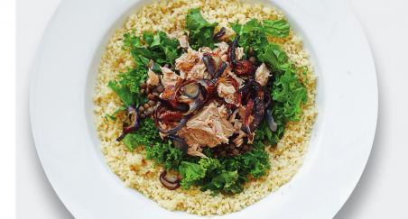 Salata tuna, kuskus, kelj, zelena leća i ljubičasti luk - PROČITAJTE