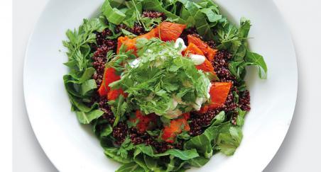 Salata pečeni slatki krumpir, kvinoja i svježi kravlji sir -...