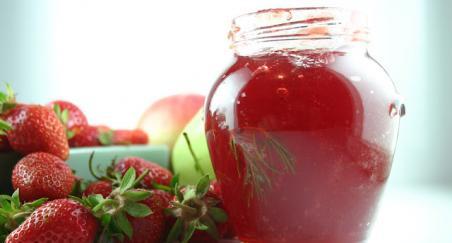 Žele od jagoda i jabuka sa mirisom ruzmarina - PROČITAJTE