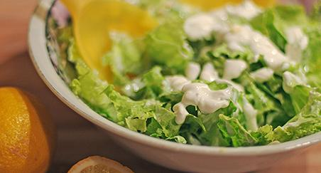 Zelena salata s jogurtom i češnjakom - PROČITAJTE
